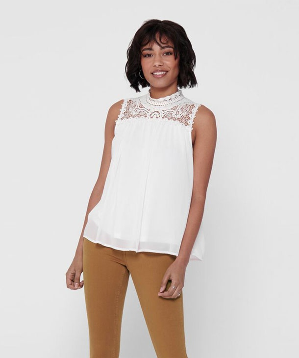 TOP CON CARRE' IN PIZZO MACRAME' ONLY