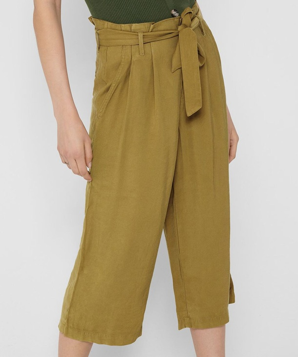 PANTALONE CROPPED CON PINCE ONLY
